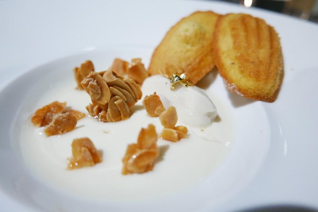 Blanc manger et ses madeleines © GP