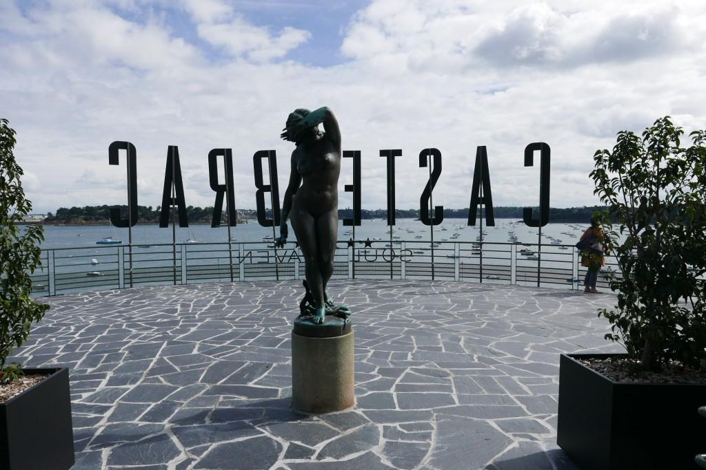 Sculpture à l'entrée ©GP