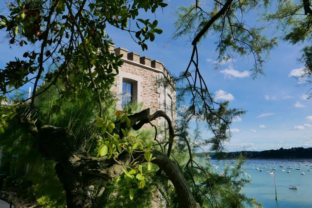 Castelbrac restaurant dinard magique castelbrac voyages for Jardin singulier 2015