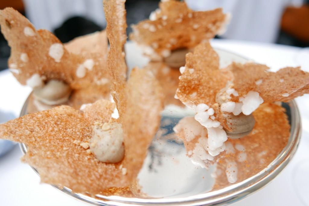 Fines de feuilles de cacahuète au sésame, crevettes, aubergines © GP