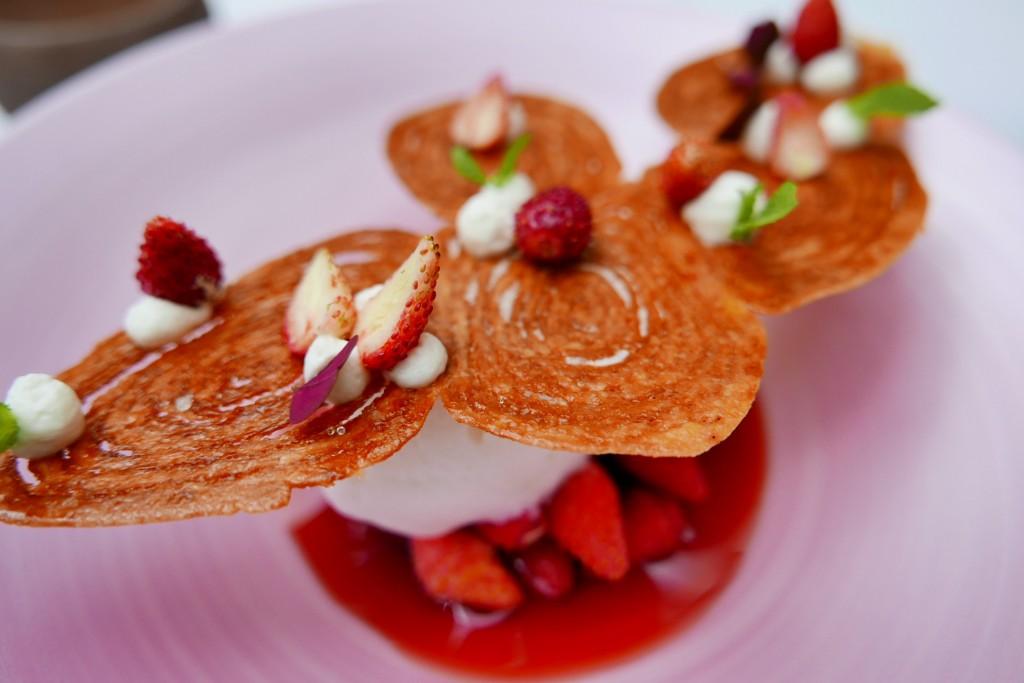 Palmier, fraises des bois, Perrier rondelle © GP