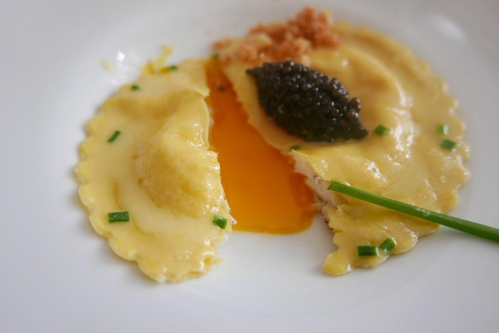 Ravoli à l'oeuf et caviar (après) ©GP