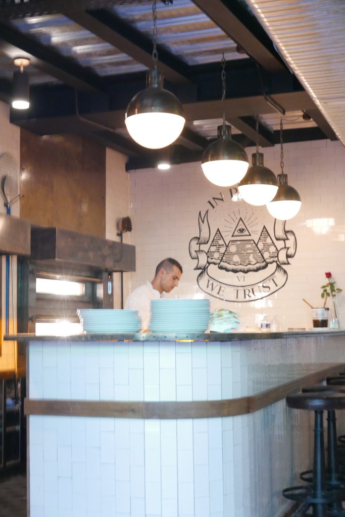 Le pizzaiolo au travail © GP