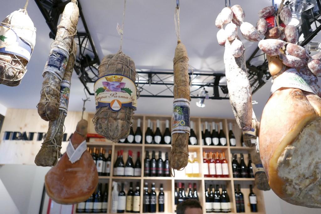 Charcuteries et vins © GP