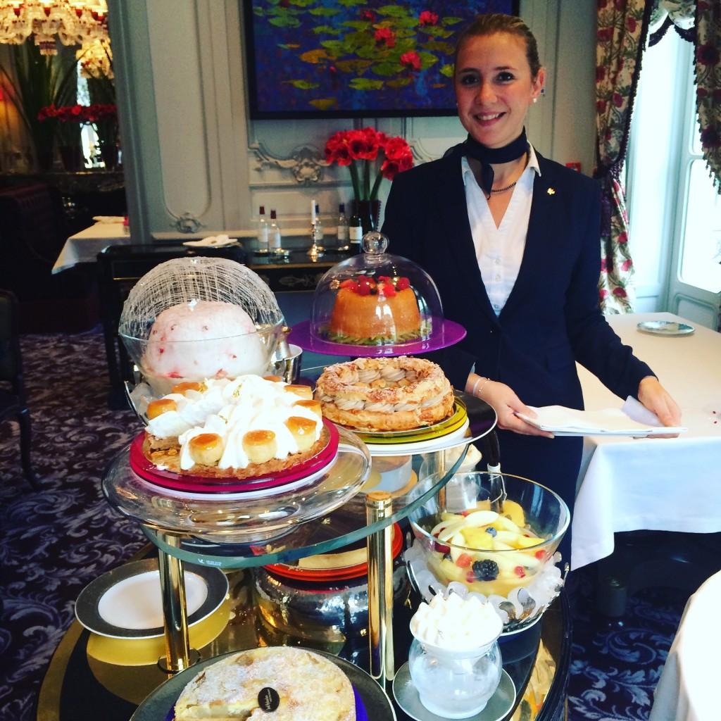 Service du chariot de desserts © GP