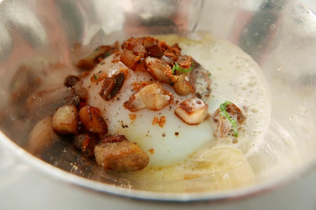 Oeuf parfait, oignons et cèpes © GP