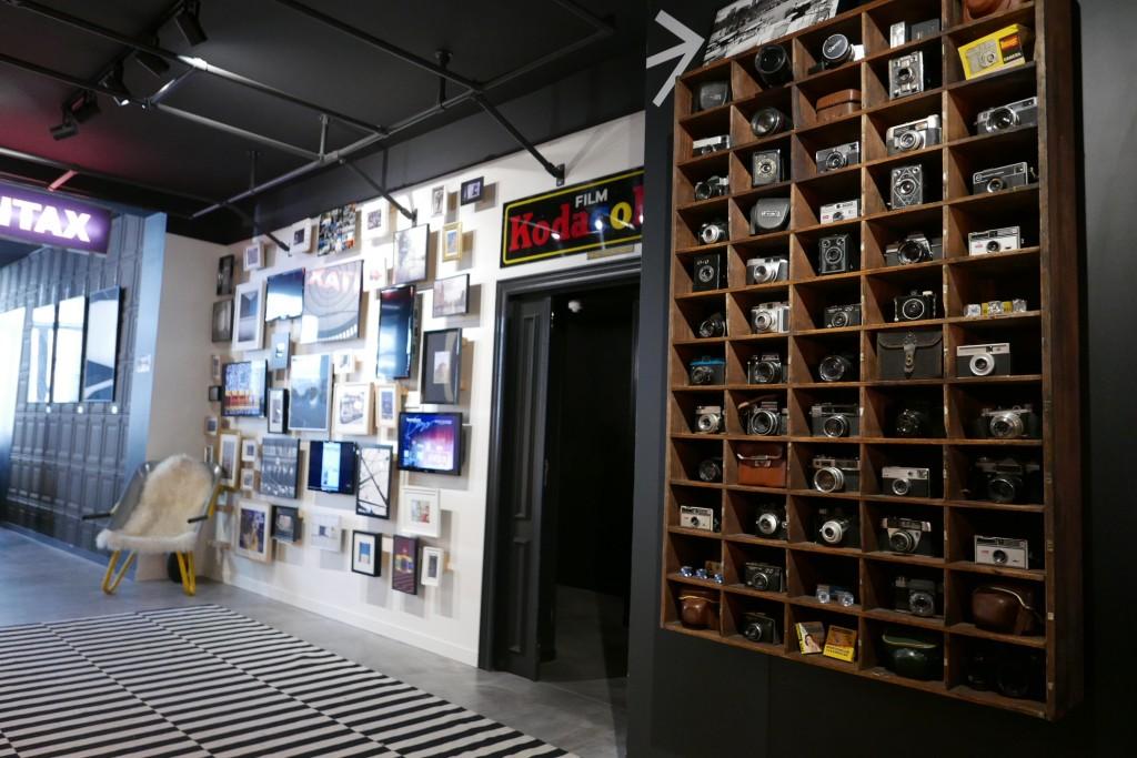 Hall et collection d'appareils photos © GP