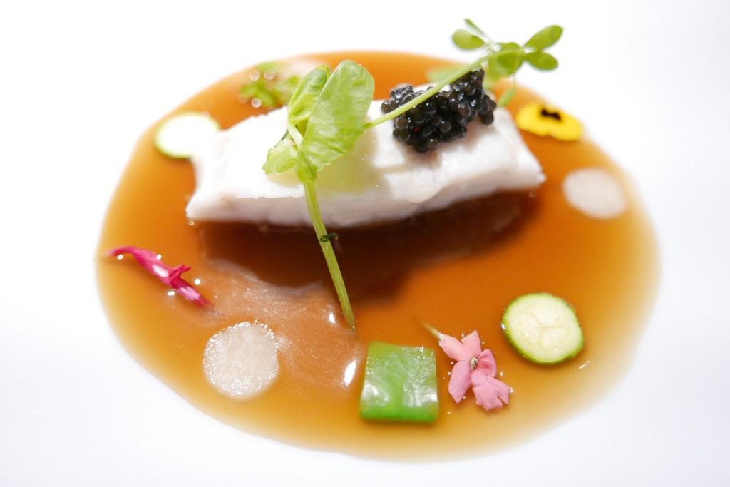 Bar au caviar et soupe de poisson © GP