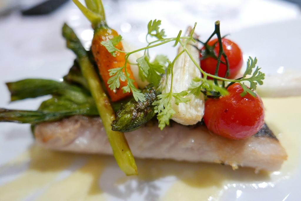 Colin et légumes croquants © GP
