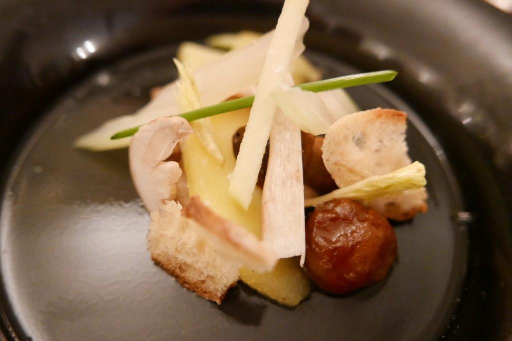 Cèpes cuits et crus, gelée de pommes © GP