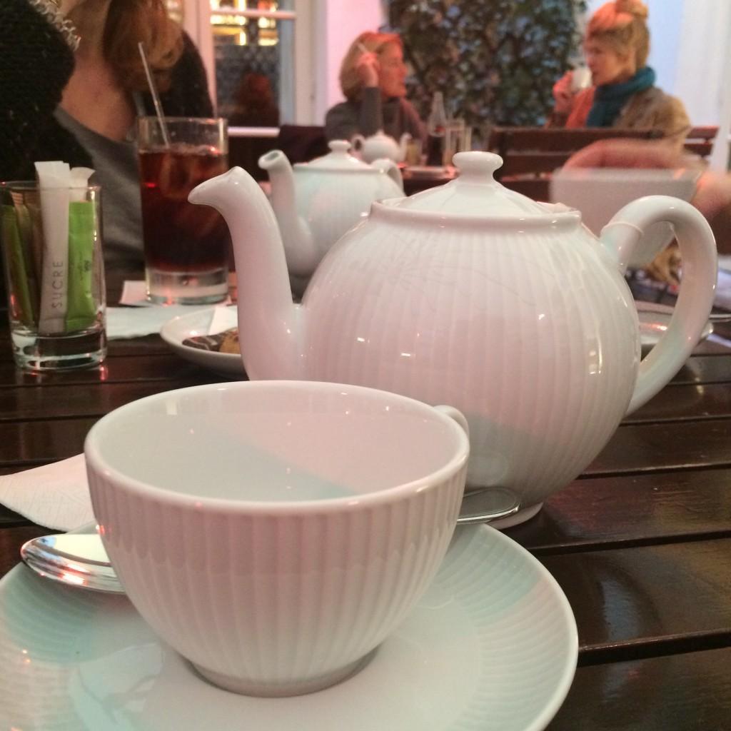 Un thé au patio © GP