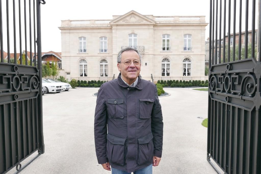 Jacques Ballarin devant la Grande Maison © GP