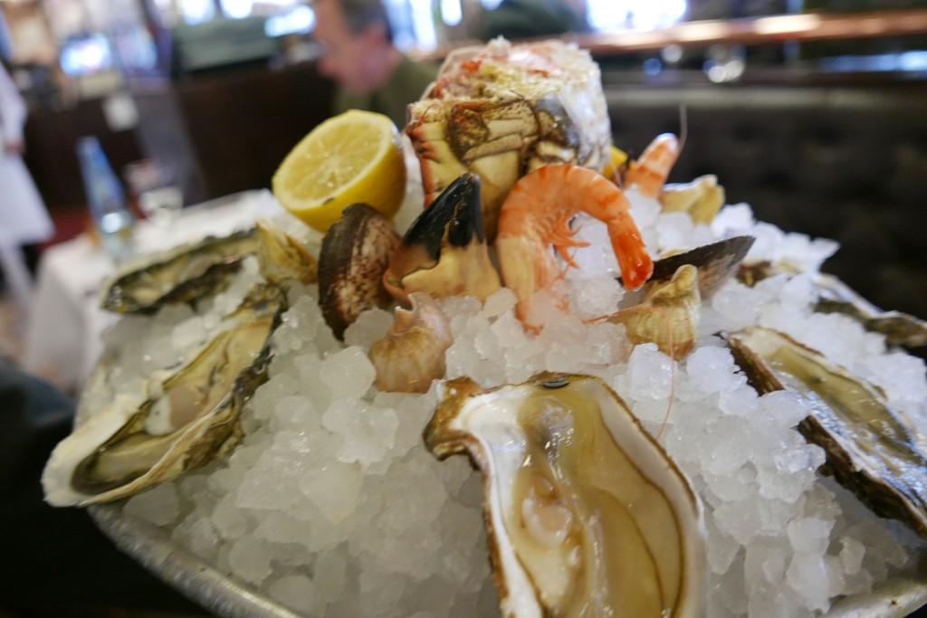 Crevettes bouquets et huîtres ©GP