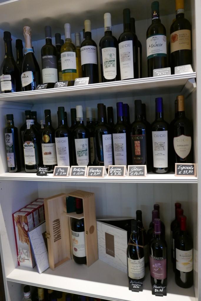 Les vins en casiers © GP