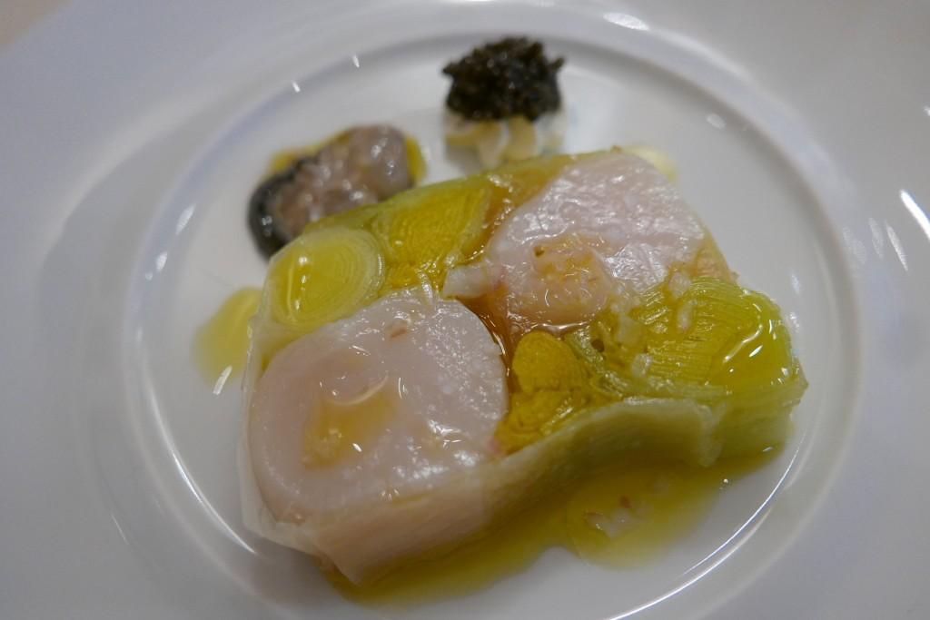 Terrine de saint jacques, poireaux, huitres, caviar © GP