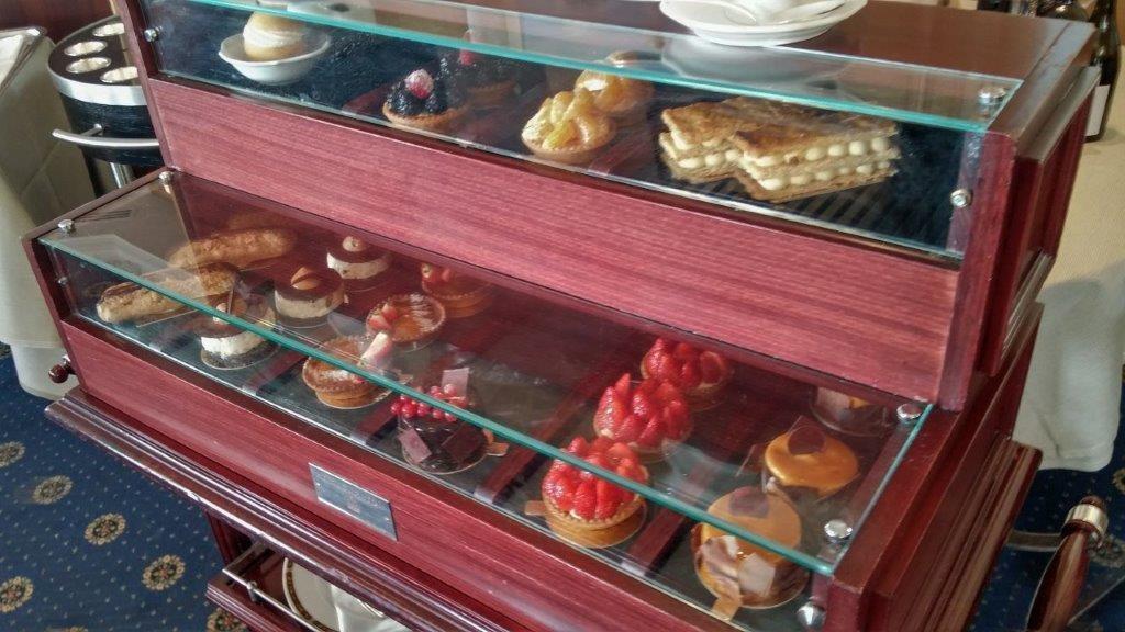 Chariot des desserts ©AA