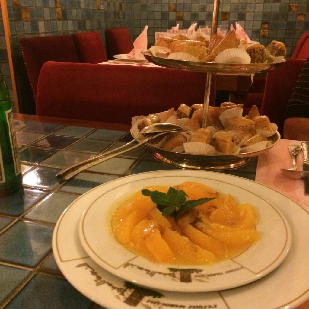 Pâtisseries marocaines et salade d'orange © GP