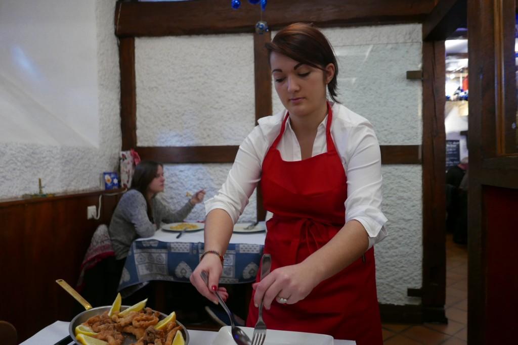 Service de la carpe frite © GP