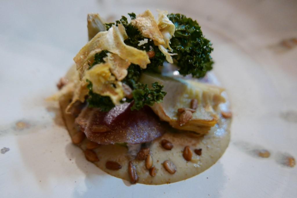 Artichaut en texture et jambon d'agneau curry à la polonaise ©GP