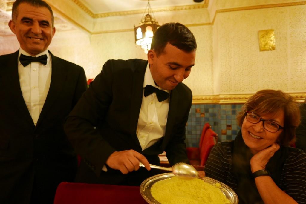 Le service du couscous ©GP
