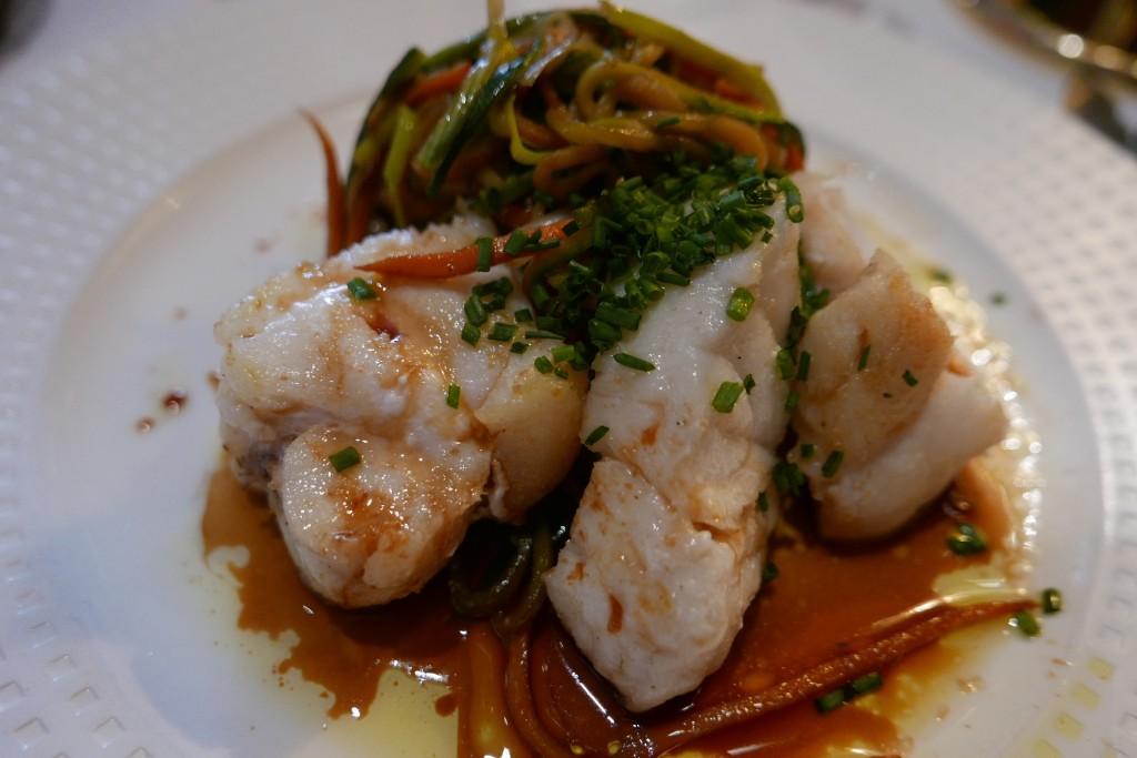 Lotte et légumes au wok © GP