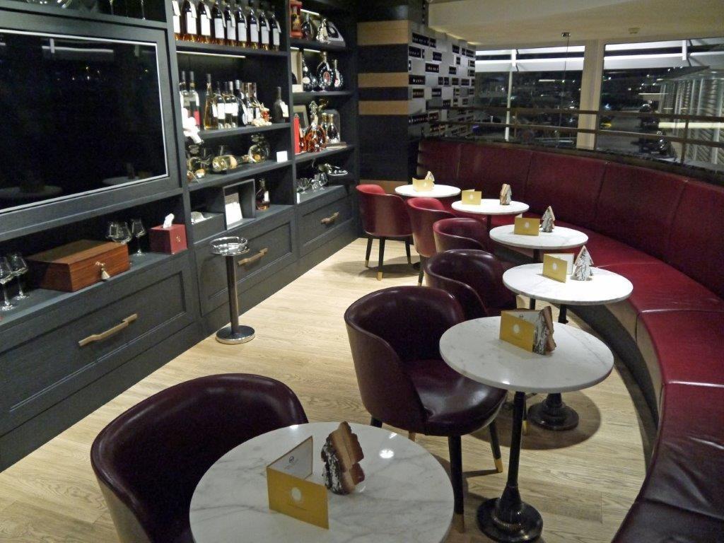 wine palace yacht club de monaco caf monaco le vin dans un crin le blog de gilles. Black Bedroom Furniture Sets. Home Design Ideas