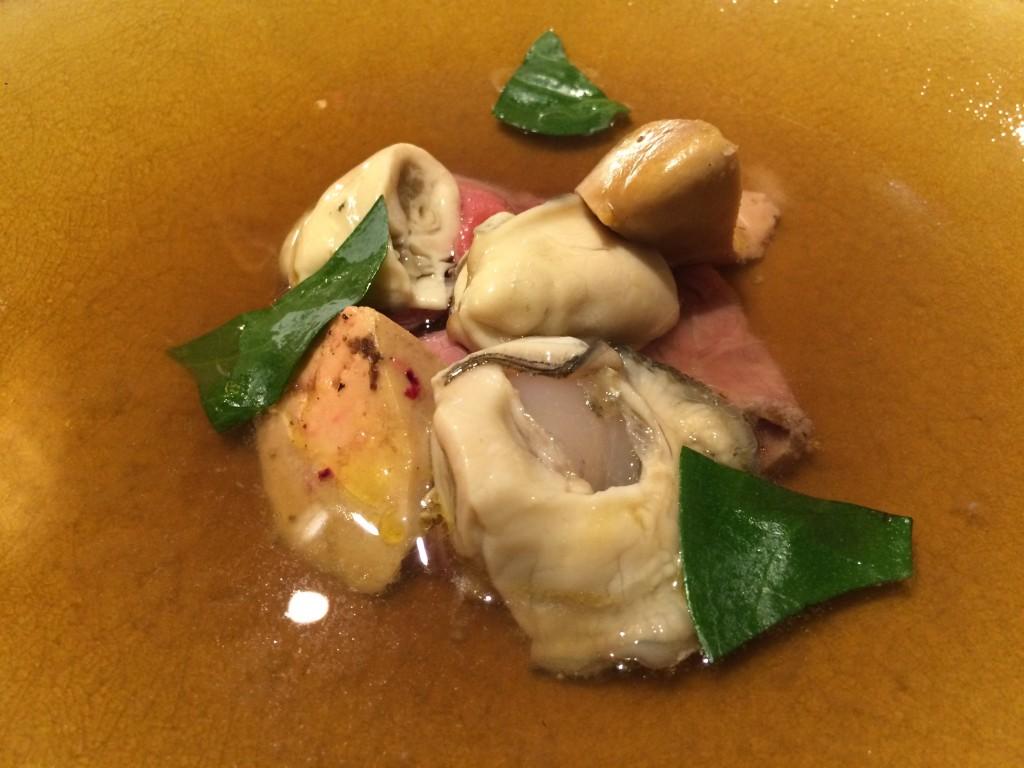 Hot Pot foie gras, boeuf, huîtres © GP