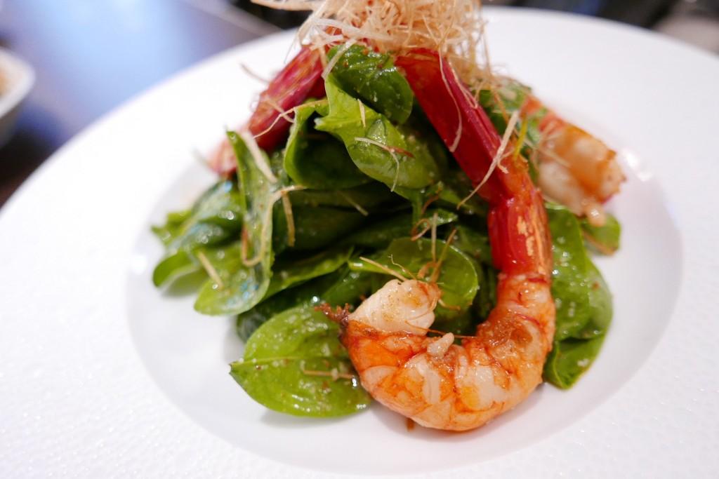 Salade de crevettes rouges et pousses d'épinard © GP