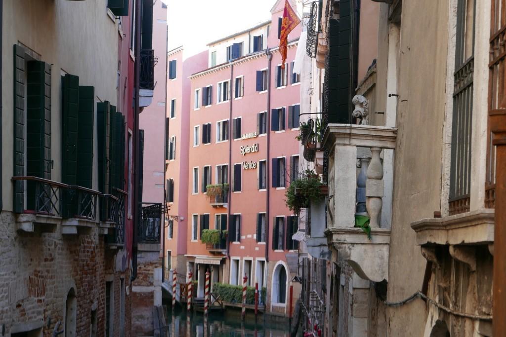 La façade depuis le canal© GP