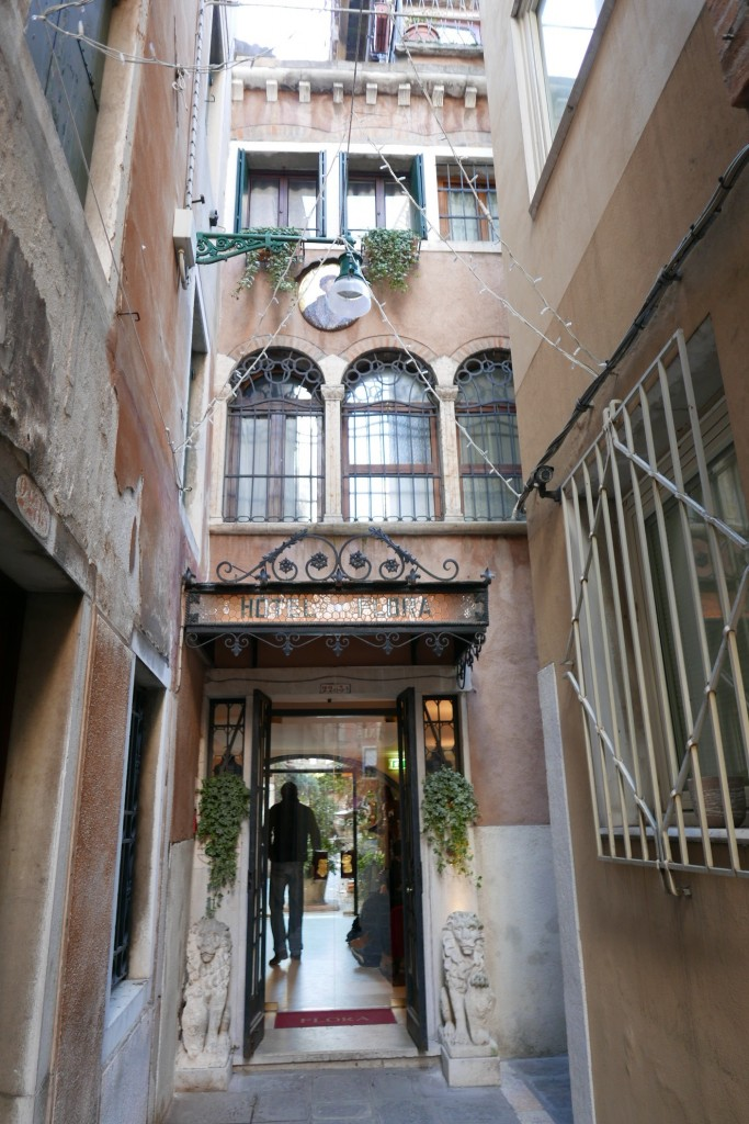 hotel flora h tel venise les nuits paisibles du flora. Black Bedroom Furniture Sets. Home Design Ideas