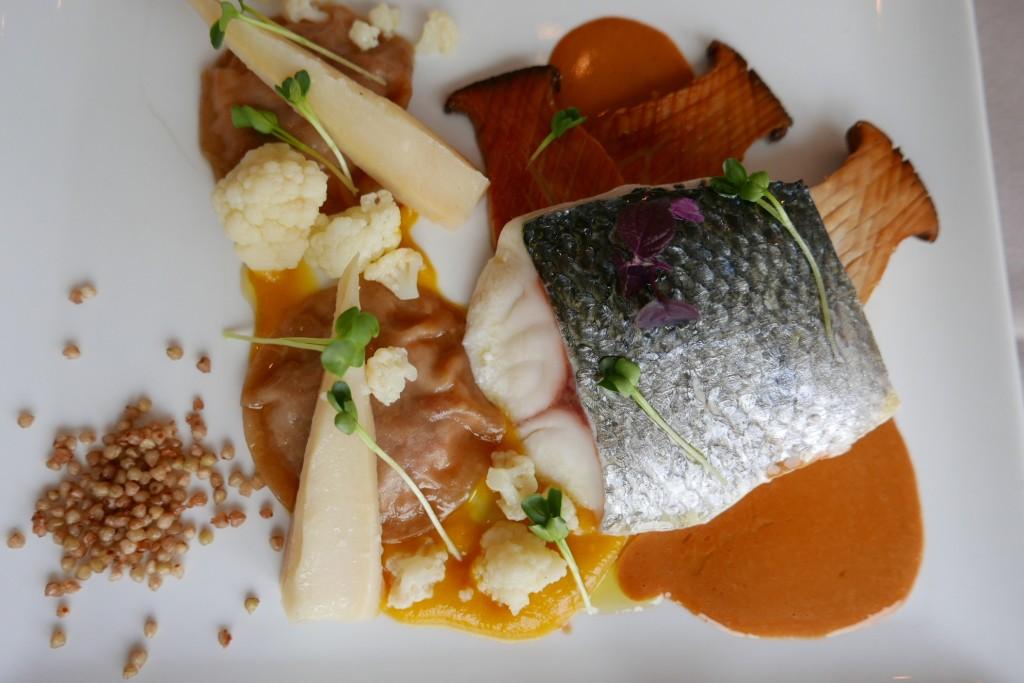 Bar de ligne, ravioles de homard ©GP