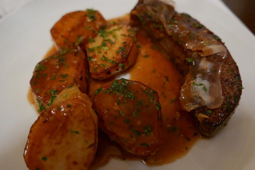 Foie de veau persillé aux pommes fondantes ©GP