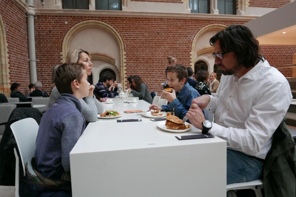 Déjeuner en famille © GP