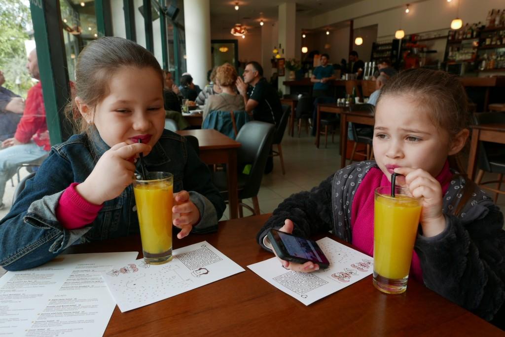 Deux clientes et leur jus d'orange © GP