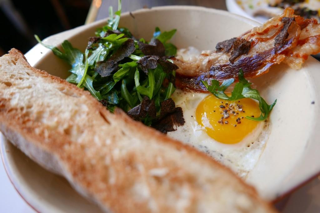 Oeuf au plat, truffe, pancetta © GP