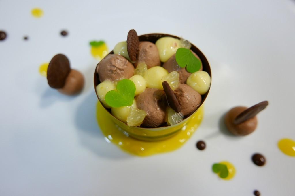 Délice au chocolat noir guanaja et confit de citron yuzu et parfait de cacao © GP