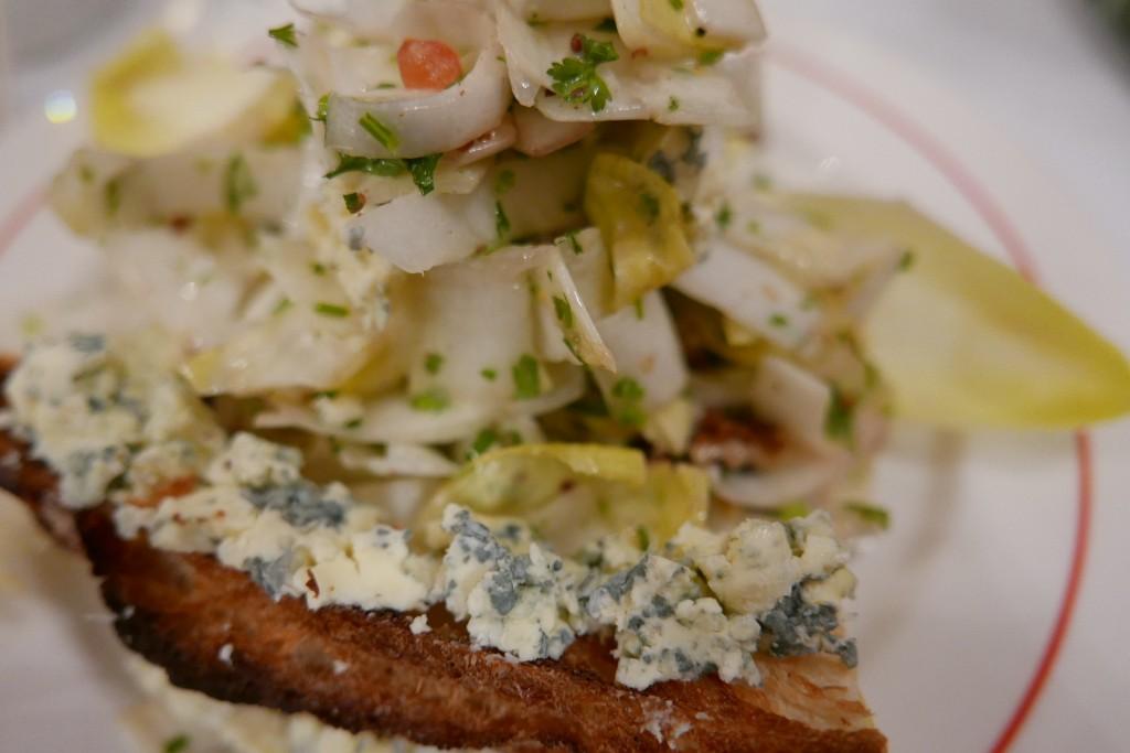 Salade d'endives au roquefort © GP