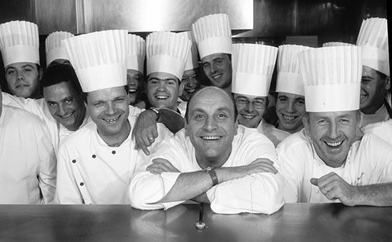 Bernard Loiseau et son équipe (Patrick Bertron à g.) © Maurice Rougemont