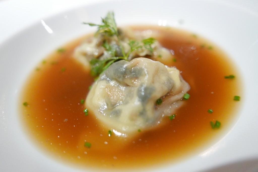 Raviole de foie gras aux algues nori et shitakés © GP