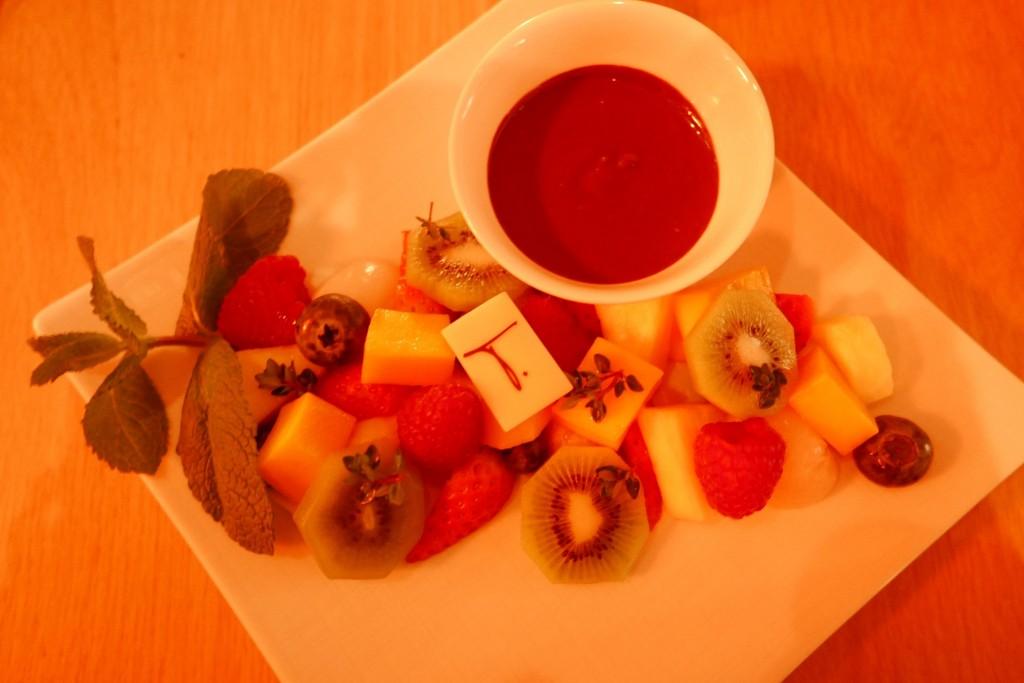 Fruits frais et fondue au chocolat © GP