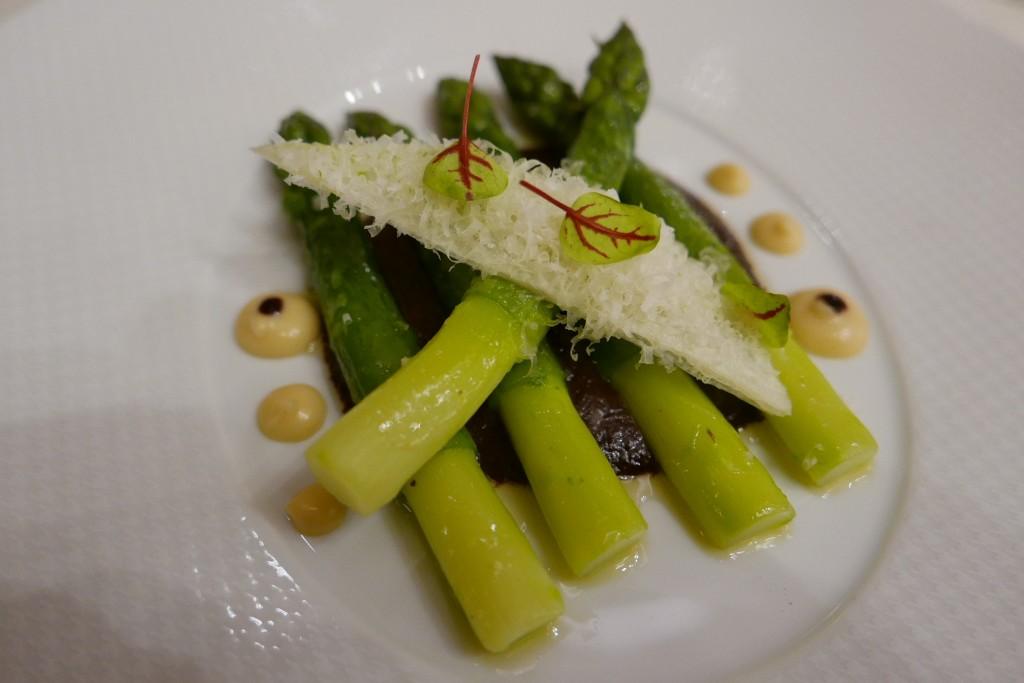 Asperge, olives, parmesan, cognac© GP