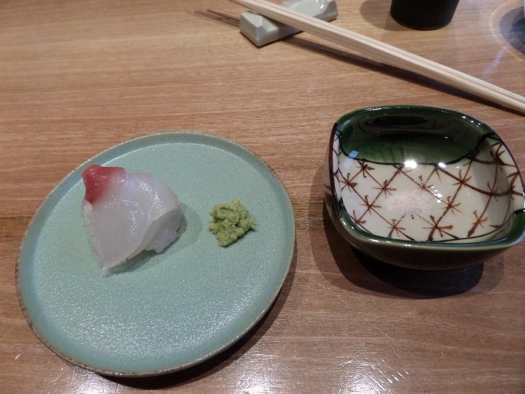 Sashimi de bar, sel, wasabi © GP