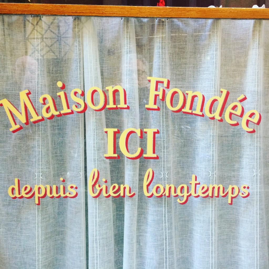 Sur la vitre du Café des Fédérations ©GP