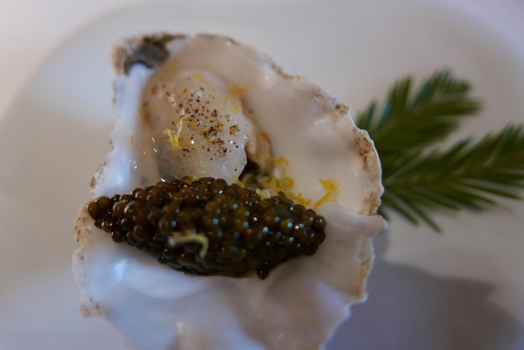 Huître Gillardeau et caviar © GP