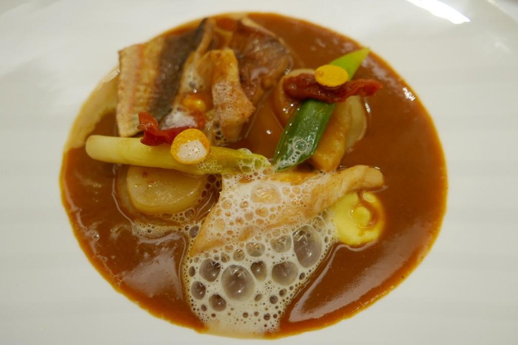 Soupe et poissons en bouillabaisse © GP