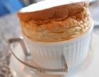 Soufflé à la pistache et caramel au beurre salé © GP