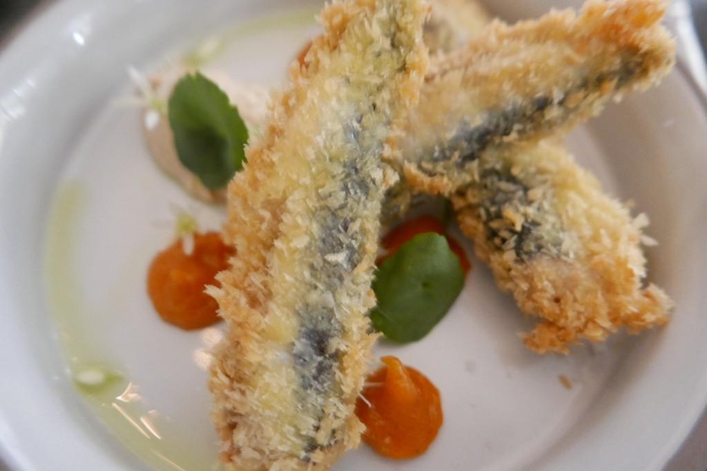 Sardines bretonnes panées, purée de pignons de pin, chutney de tomate©GP