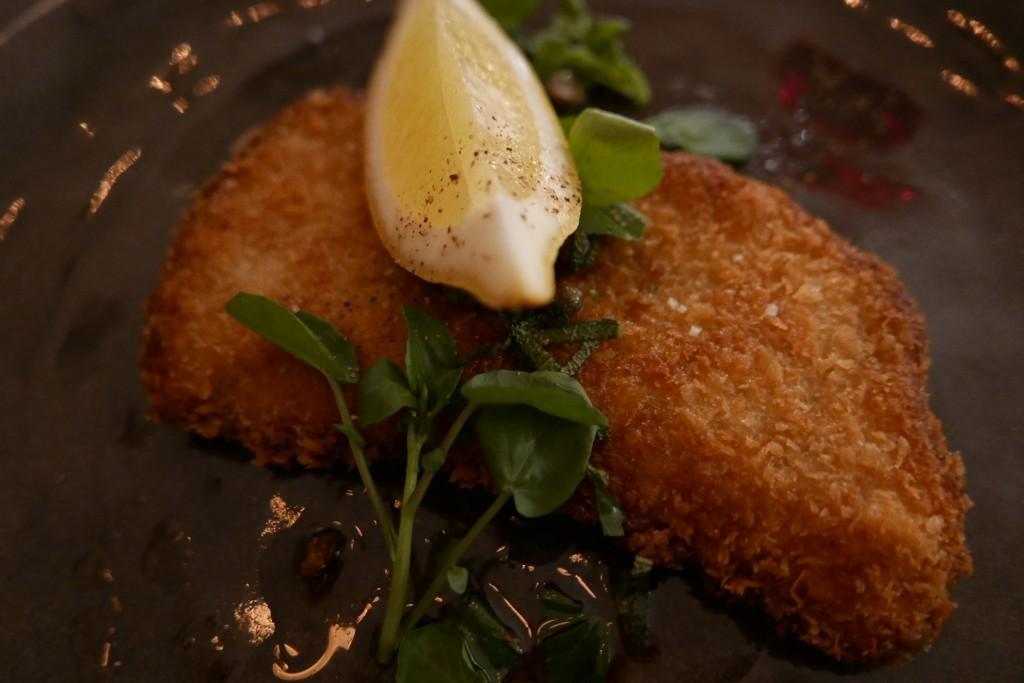 Côtelette de veau milanaise au beurre de sauge et citron ©GP
