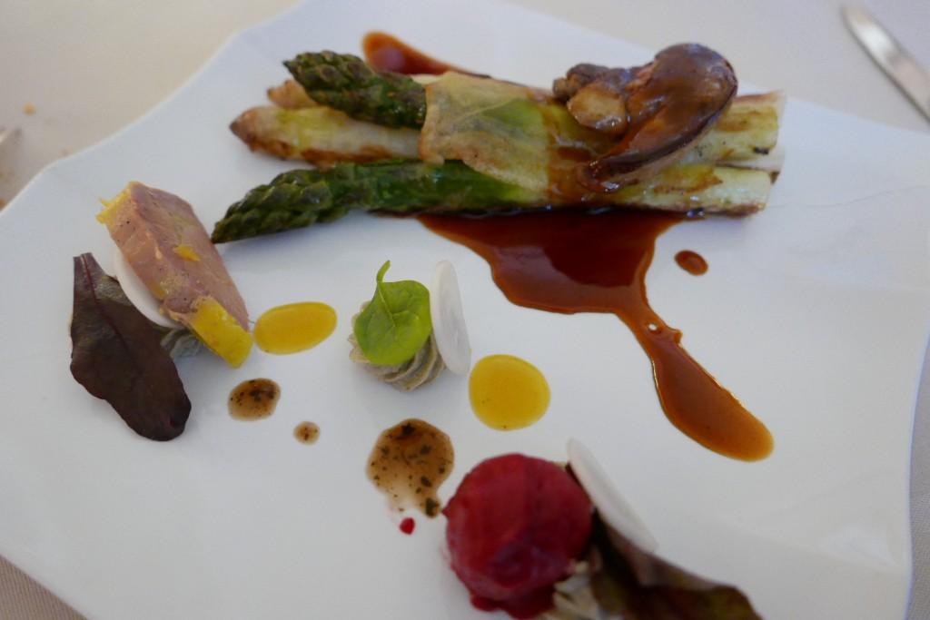 Asperges et croustillant au foie gras © GP