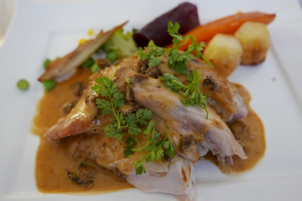 Poulette de Racan aux légumes © GP